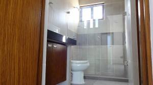 27 Bathroom 1st Floor 01